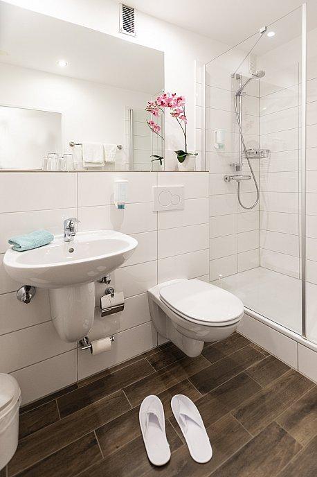 Komfort-Einzelzimmer Bad1